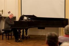 Stefan Pohl spielt Debussy.